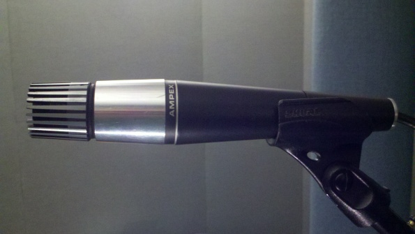 Ampex 3001 moving coil microphone featuring a Shure Unidyne element