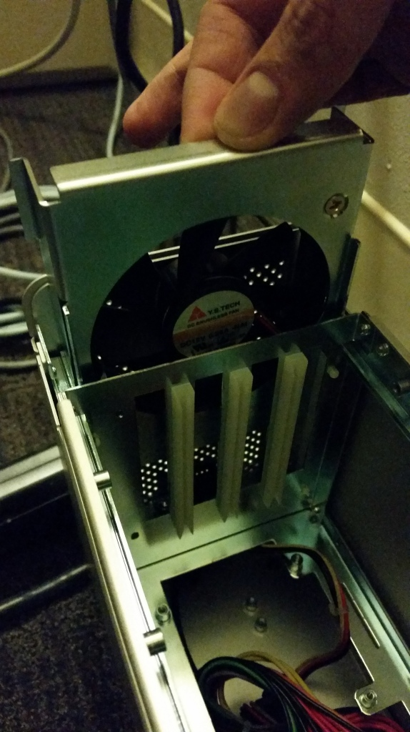Pull fan from the Magma Express 3T